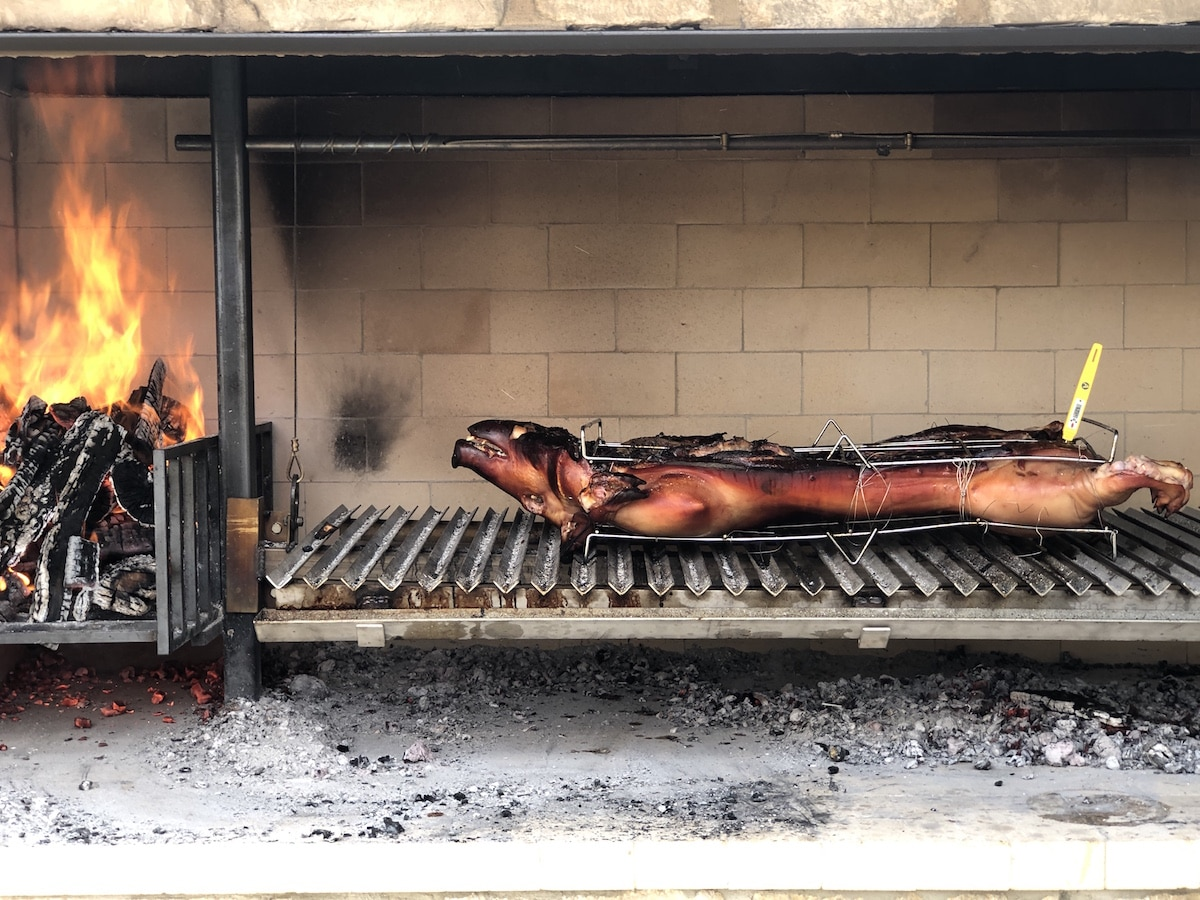 Come cookout and experience a pig roast near Kansas City with Green Dirt Farm.